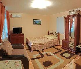 Номер-студио с балконом. 2-й этаж, 25 кв.м. на 3 человека, 1 спальня, улица Васильченко, Симеиз - Фотография 1