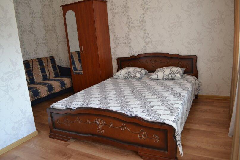 номер 4 с удобствами на двоих на первом этаже, улица Суворова, 23, Судак - Фотография 1