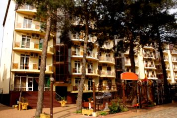 Отель, улица Кирова на 39 номеров - Фотография 1
