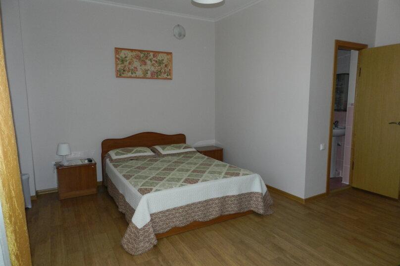 Четырехместный номер с балконом, улица Самбурова, 146А, Анапа - Фотография 1