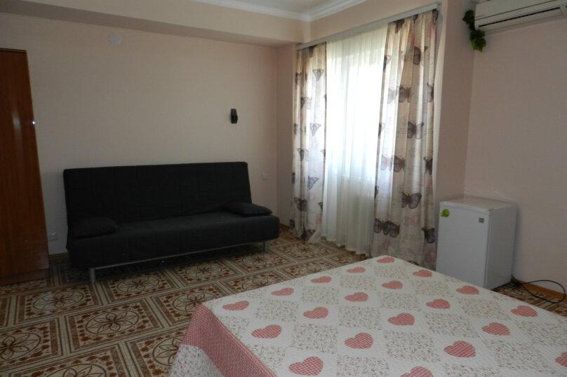 Четырехместный номер с балконом, улица Самбурова, 146А, Анапа - Фотография 4