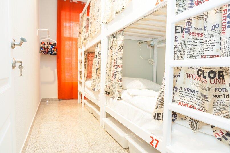 Кровать в женском номере на 4 человека, улица Кузнецкий Мост, 19с1, Москва - Фотография 1