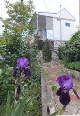 Коттедж на две семью с кухнями и санузлами, 60 кв.м. на 6 человек, 2 спальни, Тихая, 14 а, поселок Орджоникидзе, Феодосия - Фотография 1