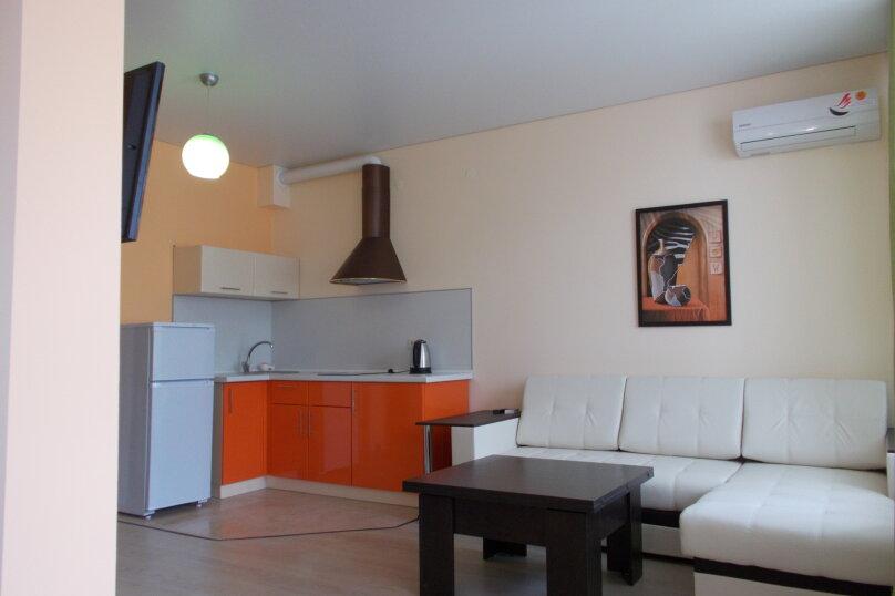 2-комн. квартира, 50 кв.м. на 7 человек, мкр. Горизонт, 88, Ольгинка - Фотография 1