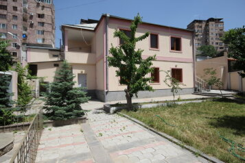 Дом, 1500 кв.м. на 10 человек, 5 спален, переулок улицы Айгедзор, Yerevan - Фотография 1