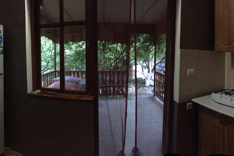 Четырехкомнатный Коттедж  на 6 -8 чел. 3 изол.спальни и кухня- столовая., 64 кв.м. на 8 человек, 3 спальни, Мартынова с. Морское, 31, Морское - Фотография 20