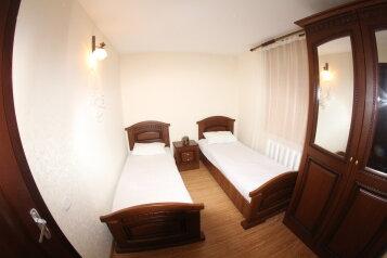 Апартаменты двухкомнатные , 60 кв.м. на 5 человек, 2 спальни, улица Куйбышева, Адлер - Фотография 1