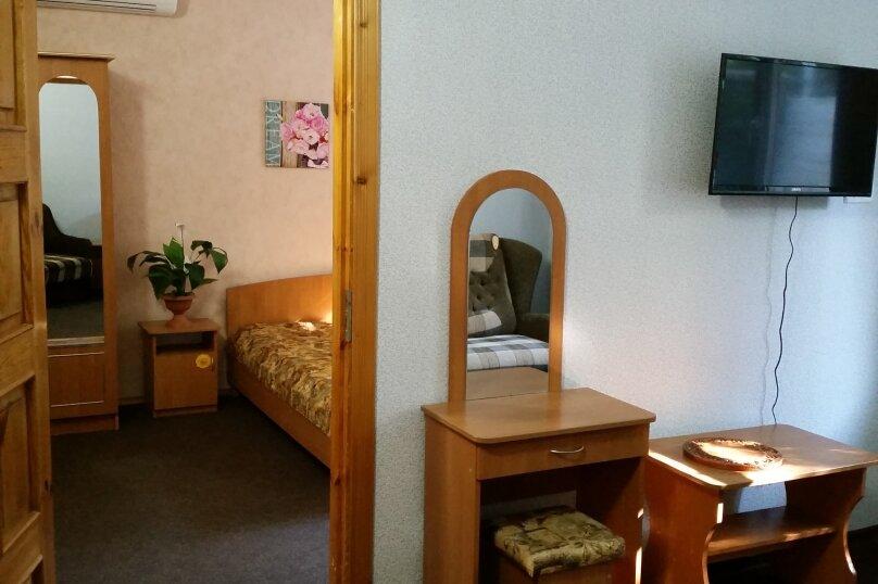 №3 Двухкомнатный 1 этаж, Заречная, 11, Морское - Фотография 1