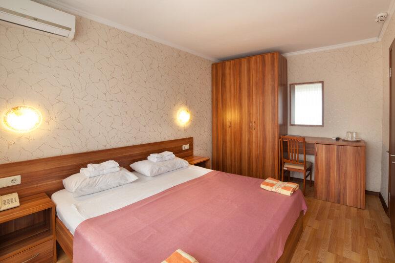 Улучшенный двухкомнатный номер с 1 кроватью или 2 отдельными кроватями - корпус «Антей», улица Ефремова, 38, Севастополь - Фотография 1