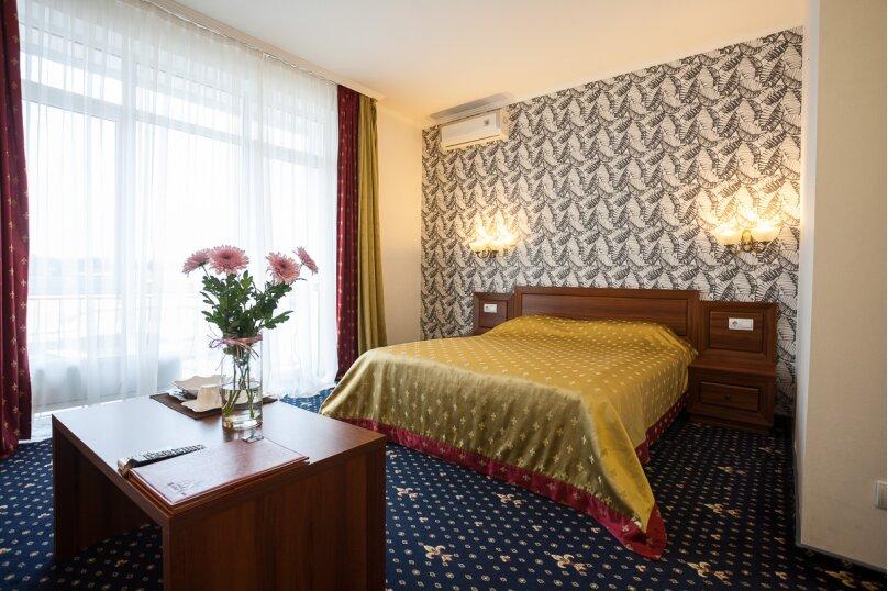 Полулюкс с 1 большой кроватью - корпус «Посейдон», улица Ефремова, 38, Севастополь - Фотография 1