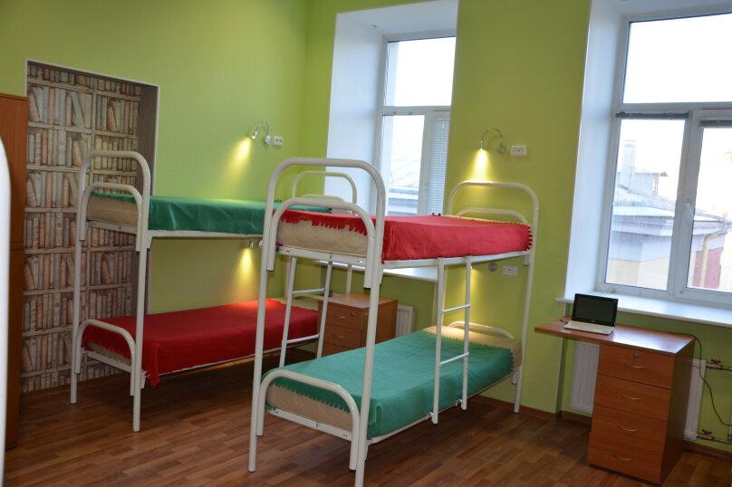 Кровать в общем 10-местном номере для мужчин и женщин, Невский проспект, 140, Санкт-Петербург - Фотография 1