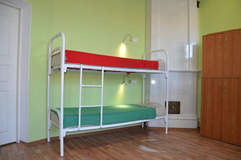 Кровать в общем 6-местном номере, Невский проспект, 140, Санкт-Петербург - Фотография 1