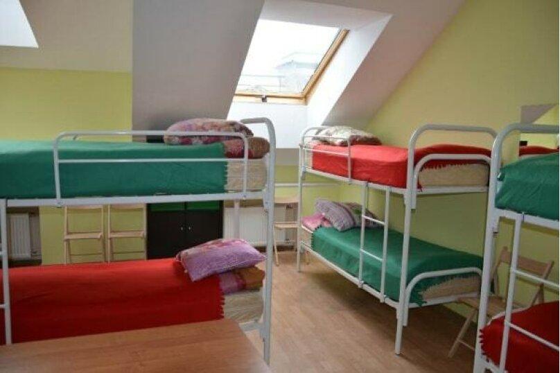 Кровать в общем 8-местном номере для мужчин и женщин, Невский проспект, 140, Санкт-Петербург - Фотография 1
