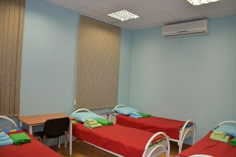 Кровать в общем четырехместном номере для мужчин и женщин, Невский проспект, 140, Санкт-Петербург - Фотография 1