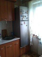 2-комн. квартира, 42 кв.м. на 4 человека, улица Орджоникидзе, 107, Керчь - Фотография 4
