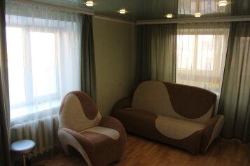 2-комн. квартира, 45 кв.м. на 4 человека, Комсомольская улица, 55, Тюмень - Фотография 1