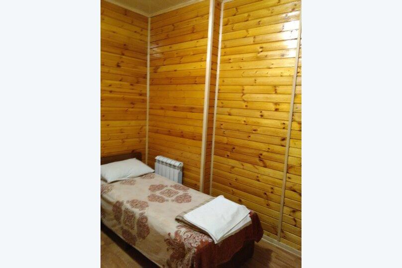 Двухместный номер с 2 отдельными кроватями и общим туалетом, улица Гоголя, 12, Адлер - Фотография 1