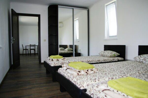 Номер люкс, 30 кв.м. на 3 человека, 1 спальня, Приморская, 70, Молочное - Фотография 1