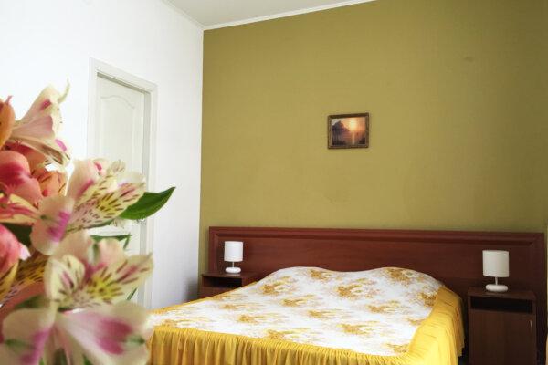 Уютный семейный мини-отель, 7 мин. до пляжа, улица Федько, 1В на 7 номеров - Фотография 1