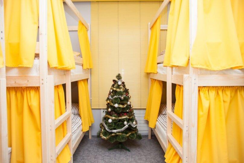 Кровать в женском номере на 6 человек, Сельскохозяйственная, 11к1, метро ВДНХ, Москва - Фотография 1