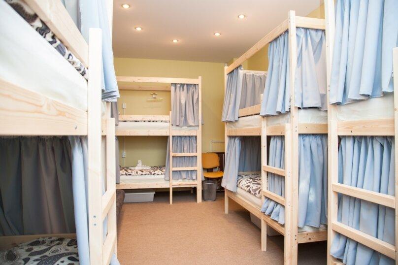 Кровать в мужском номере на 8 человек, Сельскохозяйственная, 11к1, метро ВДНХ, Москва - Фотография 1