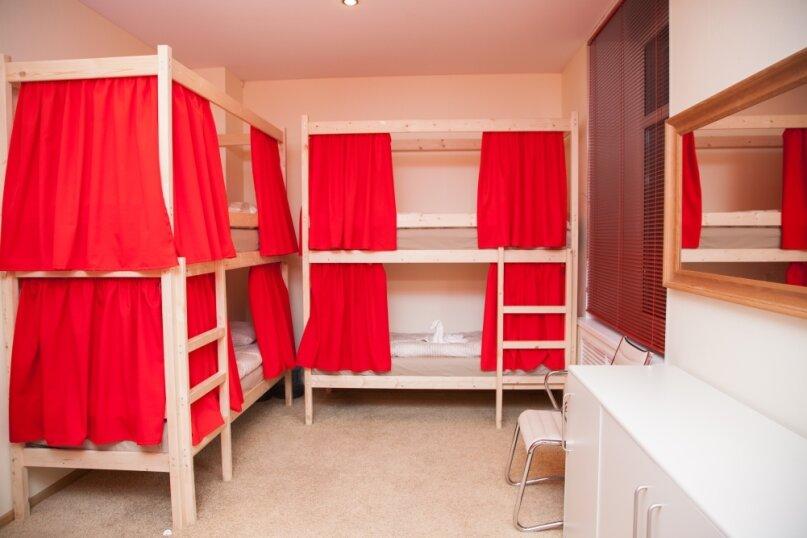 Кровать в общем номере на 8 человек, Сельскохозяйственная, 11к1, метро ВДНХ, Москва - Фотография 1