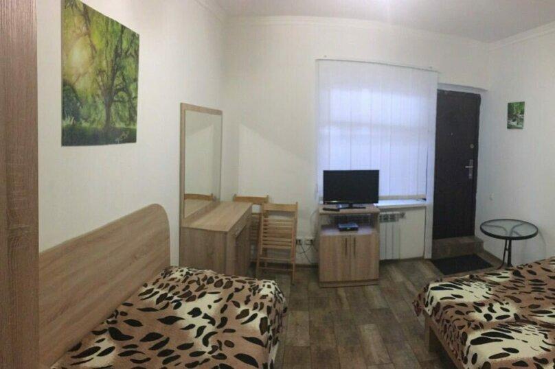 номер с двух спальной кроватью и дополнительной односпальной, Киевская улица, 42, Ялта - Фотография 2