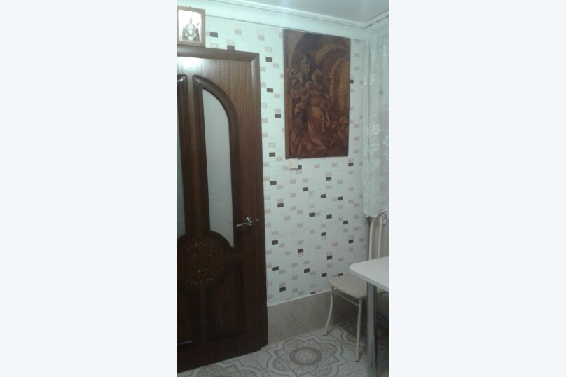 Отдельная комната, Комиссаровская улица, 16, Евпатория - Фотография 3