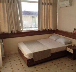 1-комн. квартира, 26 кв.м. на 5 человек, Воина Шембелиди, 22, Витязево - Фотография 1