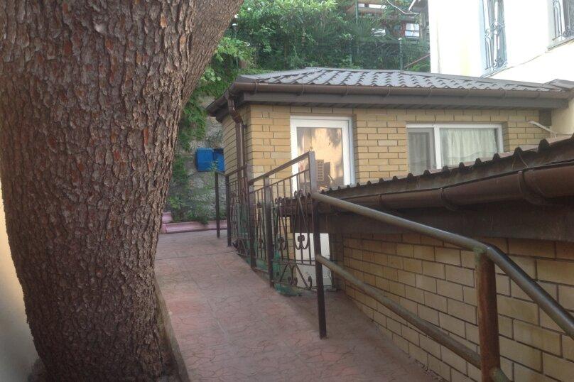Квартира на 2-х в частном секторе, недалеко от пляжа., 16 кв.м. на 2 человека, 1 спальня, улица Ленина, 48, Алупка - Фотография 2