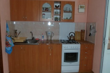 2-комн. квартира, 53 кв.м. на 4 человека, переулок Шаумяна, 1, Динамо, Феодосия - Фотография 1