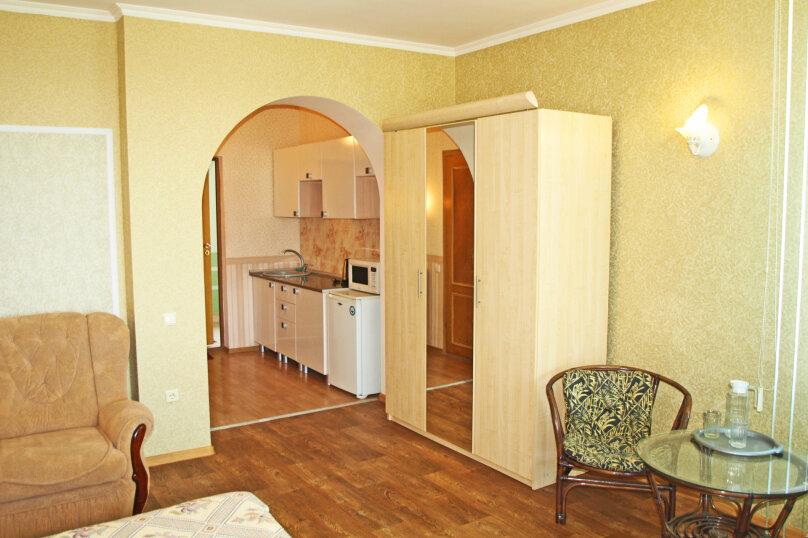Студио-номер с мини-кухней и диваном, Большевистская улица, 20, Ялта - Фотография 1