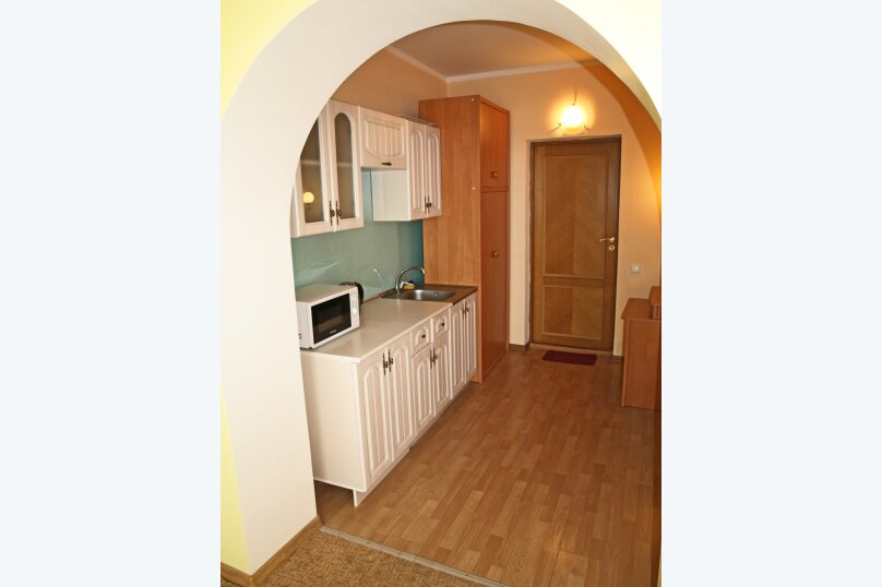 Студио-номер с мини-кухней и диваном, Большевистская улица, 20, Ялта - Фотография 2