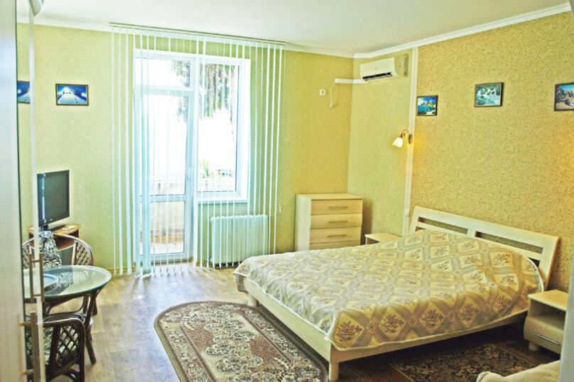 Студио-номер с мини-кухней и диваном, Большевистская улица, 20, Ялта - Фотография 11