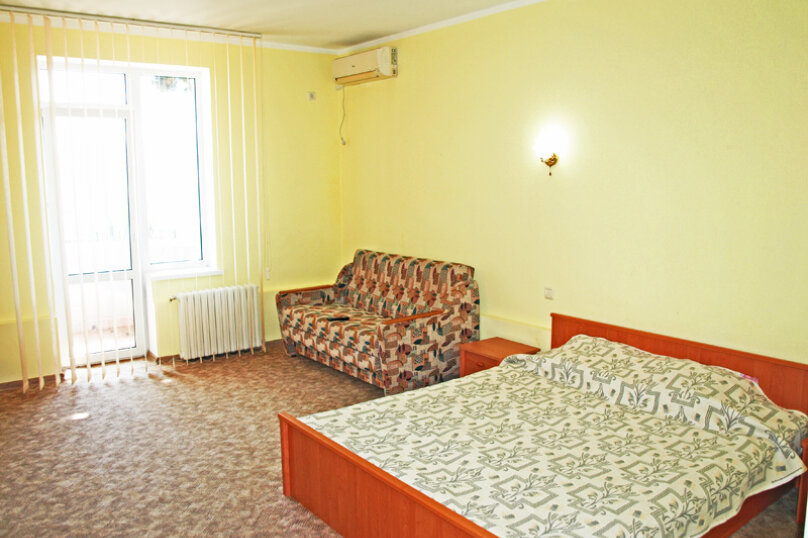 Семейный номер с диваном (без мини-кухни), Большевистская улица, 20, Ялта - Фотография 2