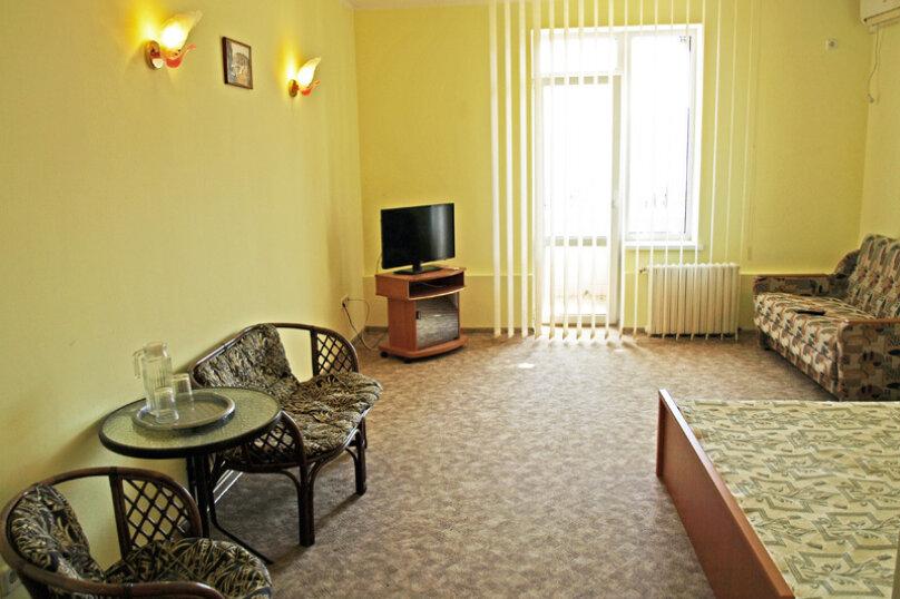 Семейный номер с диваном (без мини-кухни), Большевистская улица, 20, Ялта - Фотография 1