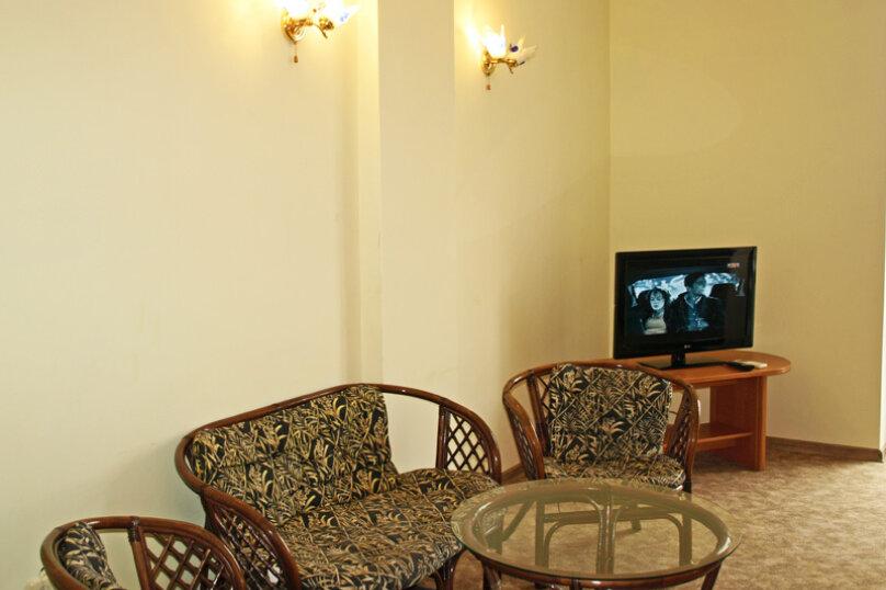 Семейный номер с диваном (без мини-кухни), Большевистская улица, 20, Ялта - Фотография 3