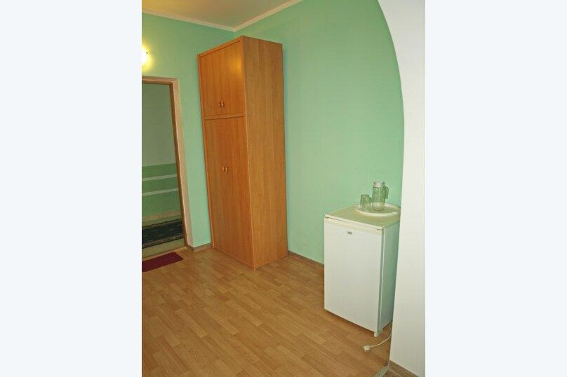 Семейный номер с диваном (без мини-кухни), Большевистская улица, 20, Ялта - Фотография 7
