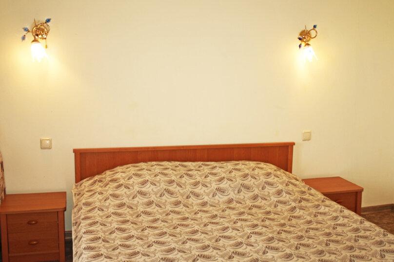 Семейный номер с диваном (без мини-кухни), Большевистская улица, 20, Ялта - Фотография 10