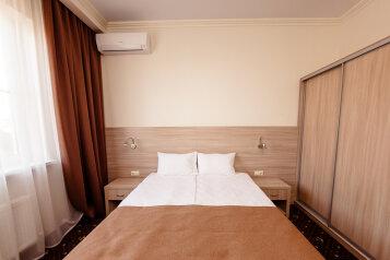 Стандартный номер с 1 кроватью или 2 отдельными:  Номер, Стандарт, 2-местный, 1-комнатный, Гостиница, улица Бабушкина на 13 номеров - Фотография 4