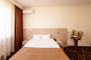 Стандартный номер с 1 кроватью или 2 отдельными:  Номер, Стандарт, 2-местный, 1-комнатный, Гостиница, улица Бабушкина на 13 номеров - Фотография 2