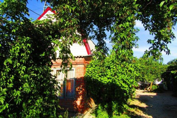 Отдельный 2-х комнатный дом с удобствами, сдаем круглый год, 70 кв.м. на 6 человек, 2 спальни