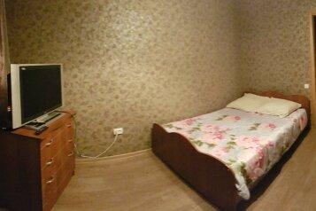 3-комн. квартира на 7 человек, улица Чкалова, 30, Оренбург - Фотография 1