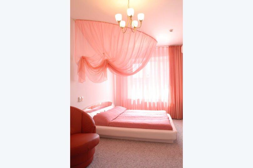 Улучшенный номер  с двуспальной кроватью, Президентский бульвар, 13, Чебоксары - Фотография 1