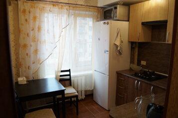 2-комн. квартира, 45 кв.м. на 7 человек, проспект Строителей, Череповец - Фотография 2