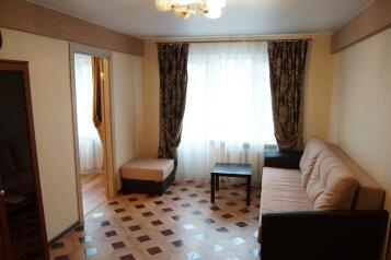 2-комн. квартира, 45 кв.м. на 7 человек, проспект Строителей, Череповец - Фотография 1