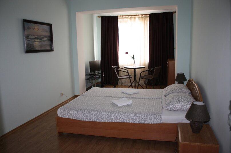 3-х этажный частный дом с видом на море и горы, 8 комнат, до 20 человек. ЮБК, 400 кв.м. на 20 человек, 7 спален, Князя Потемкина Таврического, 59, Понизовка - Фотография 3