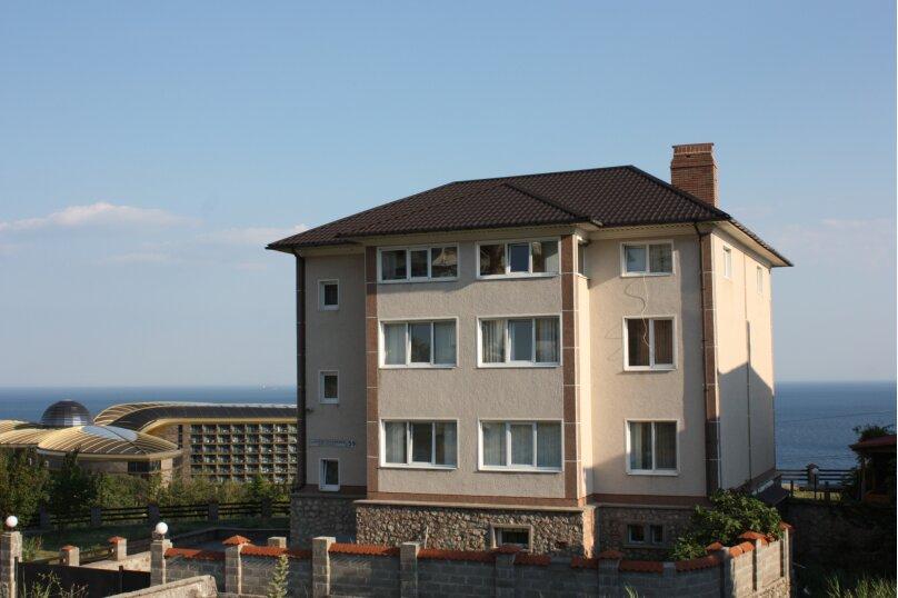 3-х этажный частный дом с видом на море и горы, 8 комнат, до 20 человек. ЮБК, 400 кв.м. на 20 человек, 7 спален, Князя Потемкина Таврического, 59, Понизовка - Фотография 1