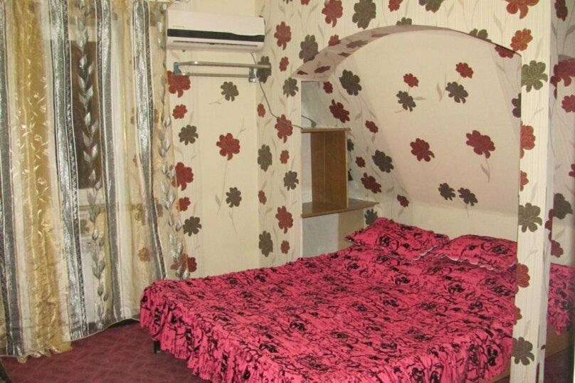 Однокомнатные апартаменты №2, 3,  4, ,5  (2 этаж, кухня общая), улица Нахимова, 53, Феодосия - Фотография 1