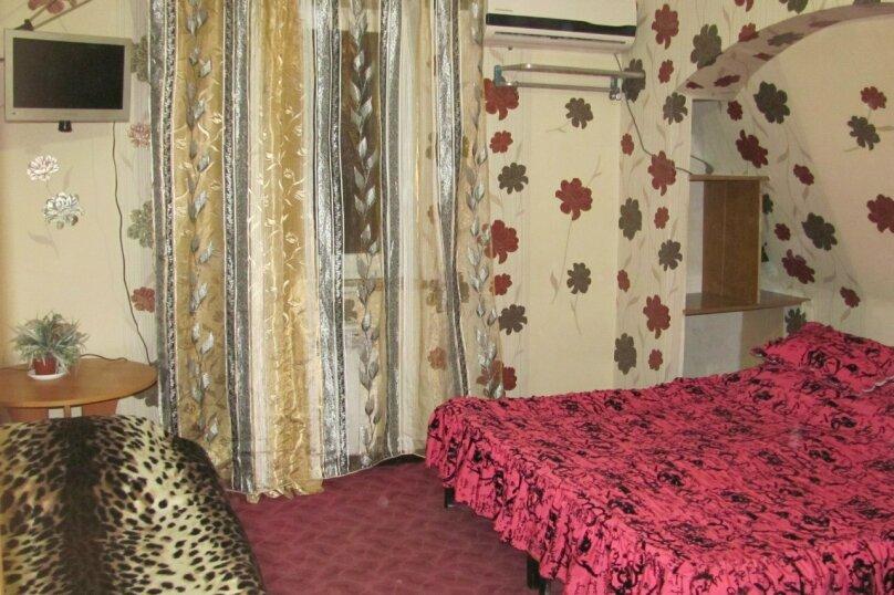 Однокомнатные апартаменты №2, 3,  4, ,5  (2 этаж, кухня общая), улица Нахимова, 53, Феодосия - Фотография 2